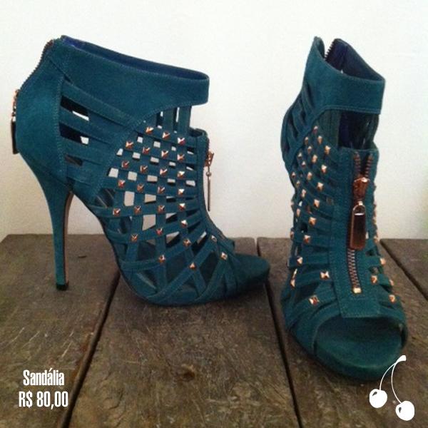 sandalia azul r$ 80,00